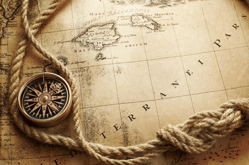 Kompass und Seekarte als Sinnbild für Service Strategy bei ITSM Partner