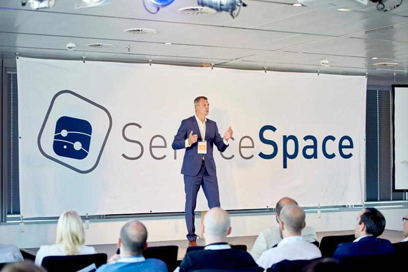 Richard Friedl auf der Bühne bei Service Space 2016
