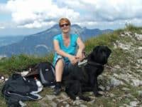 Bürohund Pedro am Wieslerhorn mit Manuela Friedl