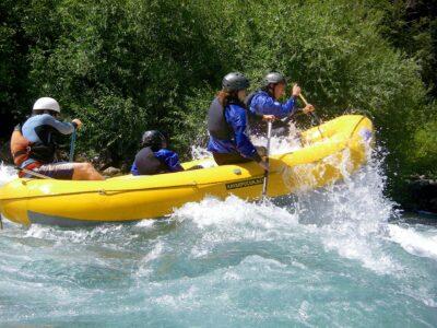 Raftingboot mit 4er Team als Sinnbild für die harte Arbeit beim ITIL Expert Bootcamp von ITSM Partner