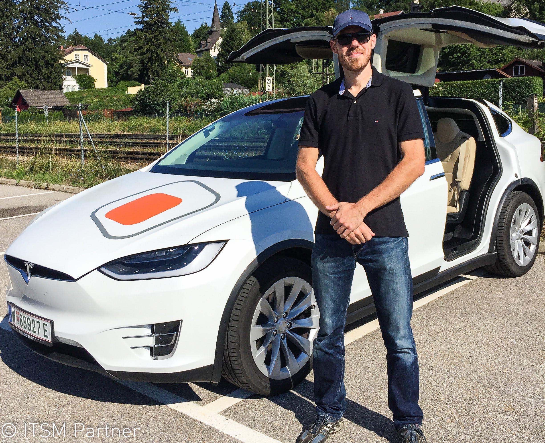 ein Gewinner mit dem ITSM Partner TESLA Model X